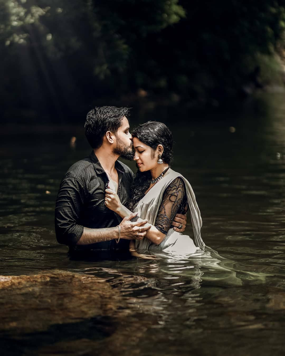 romantic photoshoot ideas in the rain